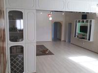 4-комнатная квартира, 260 м², 1/2 этаж помесячно