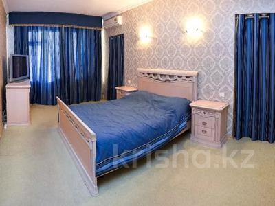 6-комнатная квартира, 346 м², 10/12 этаж помесячно, Протозанова 141 за 500 000 〒 в Усть-Каменогорске — фото 5