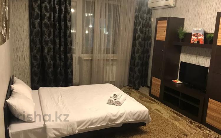 1-комнатная квартира, 40 м², 8/9 этаж посуточно, Кабанбай батыра 136 — проспект Сакена Сейфуллина за 10 000 〒 в Алматы, Медеуский р-н