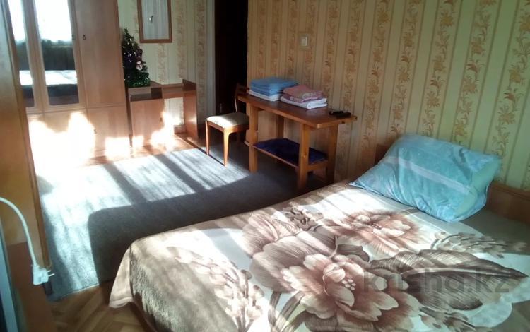 2-комнатная квартира, 42 м², 1/4 этаж посуточно, Ауэзовский р-н, мкр №8 за 8 000 〒 в Алматы, Ауэзовский р-н