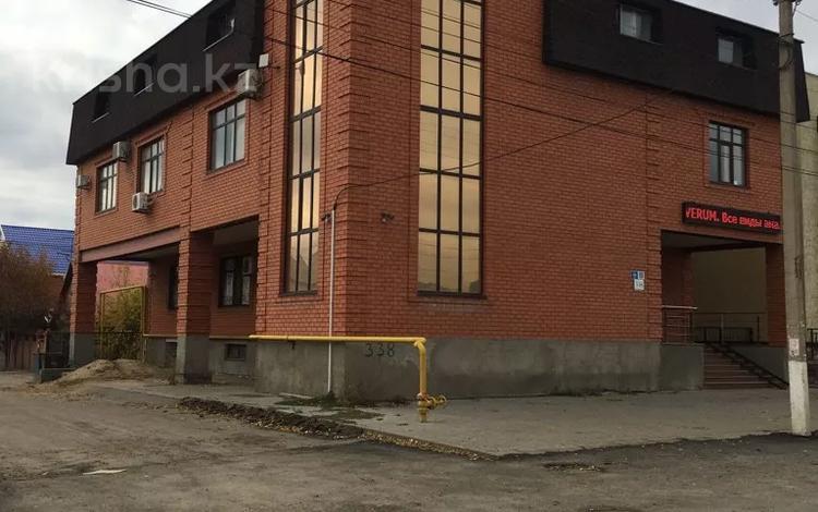 Здание, площадью 1050 м², Бр Жубановых 338 за 200 млн 〒 в Актобе, мкр 8