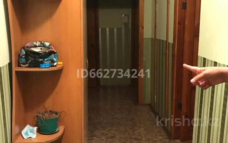 3-комнатная квартира, 62 м², 1/6 этаж, Камзина 24 за 5.8 млн 〒 в Аксу