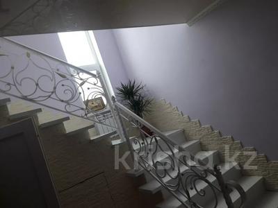 6-комнатный дом, 250 м², 10 сот., 13-й микрорайон за 40 млн 〒 в Аксае