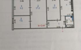 4-комнатная квартира, 61.2 м², 3/5 этаж, мкр 5 105/2 за 13 млн 〒 в Актобе, мкр 5