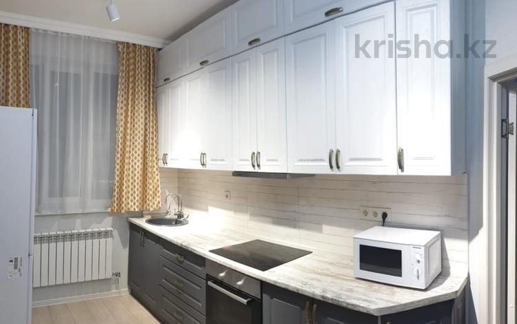 3-комнатная квартира, 88.6 м², 12/15 этаж, Кошкарбаева за 35 млн 〒 в Нур-Султане (Астана), Алматы р-н