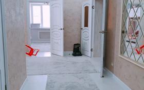 3-комнатная квартира, 110 м², 4/9 этаж помесячно, Байшева 7а — Молагуловой за 300 000 〒 в Актобе, мкр. Батыс-2
