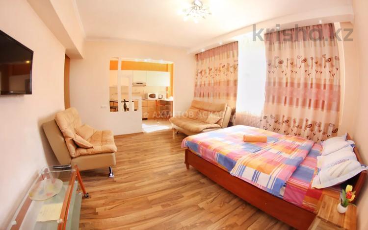 1-комнатная квартира, 43 м², 5/12 этаж посуточно, мкр Самал-1 33 за 10 000 〒 в Алматы, Медеуский р-н