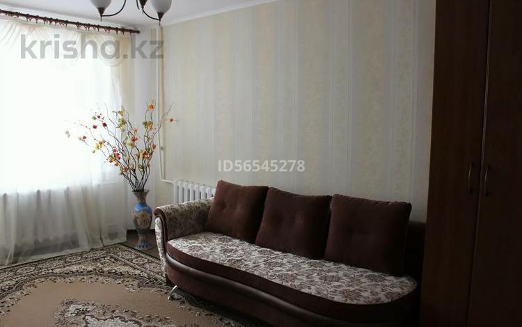1-комнатная квартира, 33 м², 2/5 этаж посуточно, мкр Кунаева 5 за 7 000 〒 в Уральске, мкр Кунаева