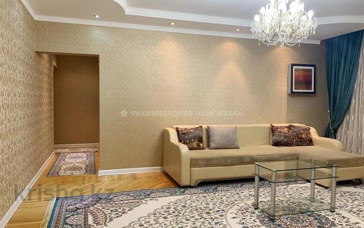 5-комнатная квартира, 140 м², 9/9 этаж помесячно, мкр Самал-2, Мкр Самал-2 — Аль-Фараби за 370 000 〒 в Алматы, Медеуский р-н