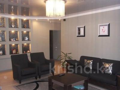 4-комнатная квартира, 110 м², 3/12 этаж, Валиханова 1 за 38 млн 〒 в Нур-Султане (Астана), р-н Байконур — фото 3