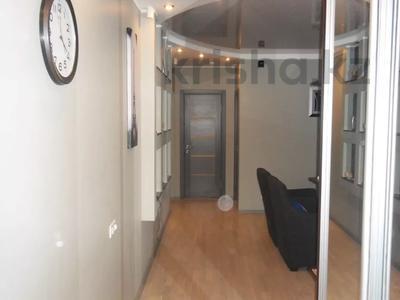 4-комнатная квартира, 110 м², 3/12 этаж, Валиханова 1 за 38 млн 〒 в Нур-Султане (Астана), р-н Байконур — фото 5