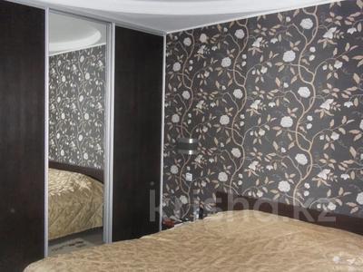 4-комнатная квартира, 110 м², 3/12 этаж, Валиханова 1 за 38 млн 〒 в Нур-Султане (Астана), р-н Байконур — фото 8