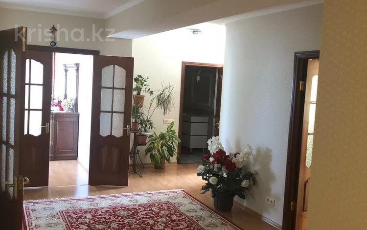 4-комнатная квартира, 153 м², 4/4 этаж, Есет Батыра 59 за 25.5 млн 〒 в Актобе