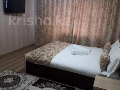 1-комнатная квартира, 35 м², 3/5 этаж посуточно, Шевченко 119 — Тауелсыздик за 10 500 〒 в Талдыкоргане — фото 2
