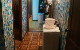 4-комнатная квартира, 61 м², 1/5 этаж, мкр Строитель 21 за 17 млн 〒 в Уральске, мкр Строитель
