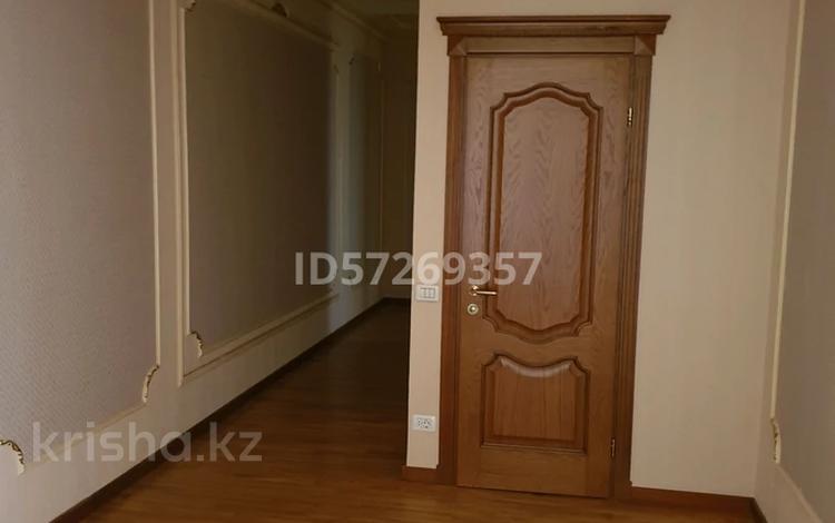 3-комнатная квартира, 200 м², 3/8 этаж, Азербайджан мамбетова 12 за 62 млн 〒 в Нур-Султане (Астана), Сарыарка р-н