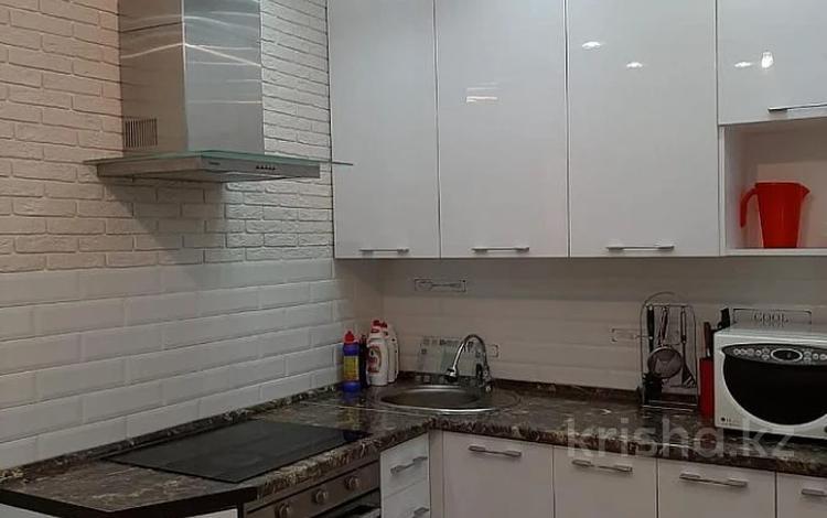 2-комнатная квартира, 56 м², 3/18 этаж помесячно, Туркестан 14 за 140 000 〒 в Нур-Султане (Астана), Есиль р-н