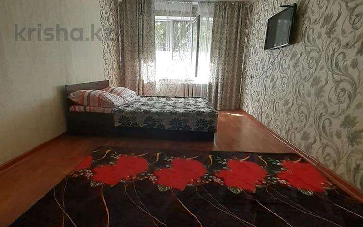 1-комнатная квартира, 33 м², 1/5 этаж посуточно, мкр Айнабулак-1 за 7 000 〒 в Алматы, Жетысуский р-н