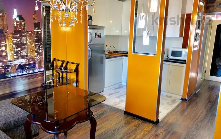 2-комнатная квартира, 42 м², 4/5 этаж посуточно, Бухар Жирау 56/2 за 12 000 〒 в Караганде, Казыбек би р-н
