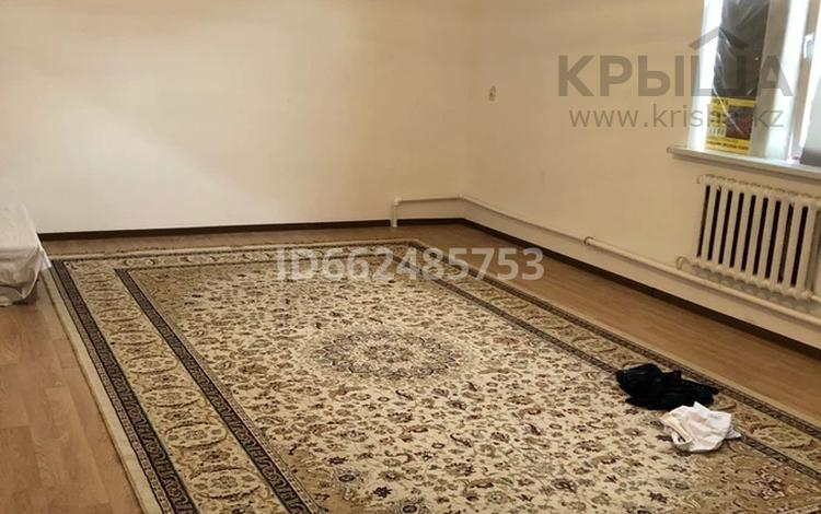 2-комнатный дом помесячно, 75 м², 9 сот., мкр Самал за 100 000 〒 в Атырау, мкр Самал