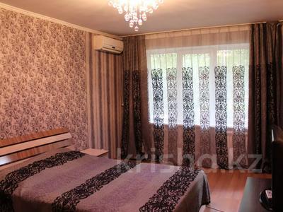 1-комнатная квартира, 36 м², 1/5 этаж посуточно, Байтурсынова — Макатаева за 8 000 〒 в Алматы, Алмалинский р-н