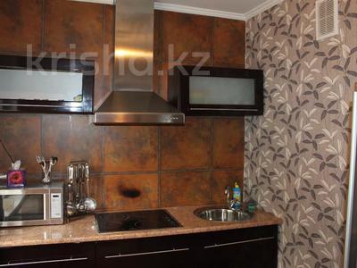 1-комнатная квартира, 36 м², 1/5 этаж посуточно, Байтурсынова — Макатаева за 8 000 〒 в Алматы, Алмалинский р-н — фото 4