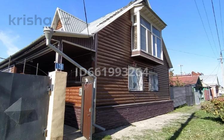 4-комнатный дом помесячно, 190 м², Горького 120 за 250 000 〒 в Петропавловске