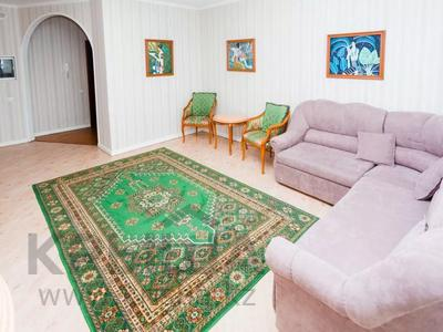 2-комнатная квартира, 80 м², 17/42 этаж посуточно, Достык 5/1 — Сауран за 13 000 〒 в Нур-Султане (Астана)