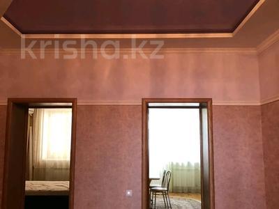 2-комнатная квартира, 100 м², 3/8 этаж помесячно, мкр. Батыс-2, проспект Санкибай Батыра 28б за 155 000 〒 в Актобе, мкр. Батыс-2