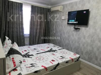 1-комнатная квартира, 49 м², 3/5 этаж посуточно, Қазыбек би 12 — Айтеке би за 10 000 〒 в