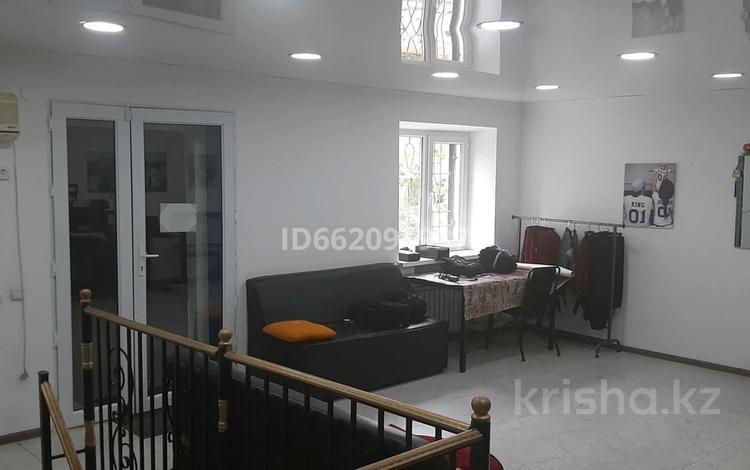 3-комнатная квартира, 100 м², 1/3 этаж, улица Байтурсынова 9 — Тауке-хан за 35 млн 〒 в Шымкенте