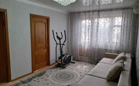 4-комнатная квартира, 64 м², 3/5 этаж, мкр 5, Абулхаир-хана 67А за 15.5 млн 〒 в Актобе, мкр 5