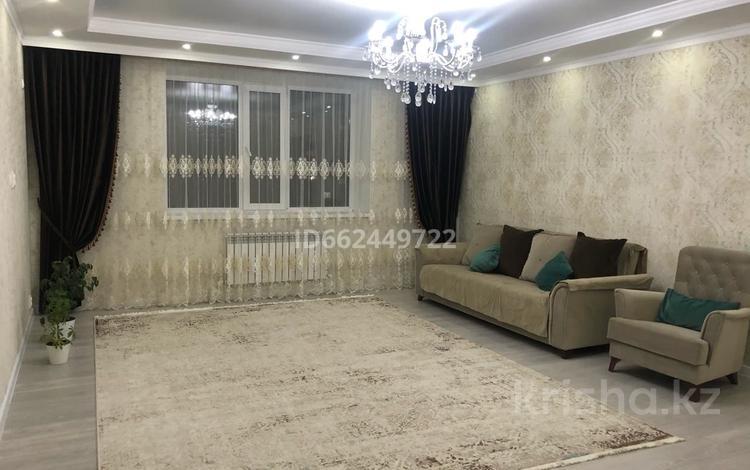 4-комнатная квартира, 120 м², 5/5 этаж, Тауелсиздик 14 за 32 млн 〒 в Актобе, мкр. Батыс-2