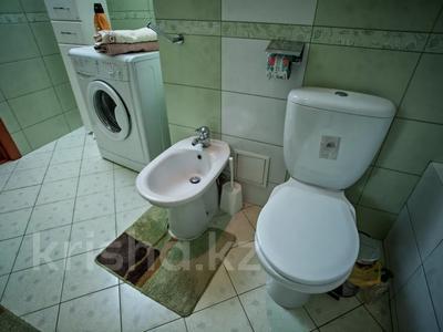 2-комнатная квартира, 80 м², 7/15 этаж посуточно, Хусаинова 225 за 13 000 〒 в Алматы, Бостандыкский р-н — фото 16