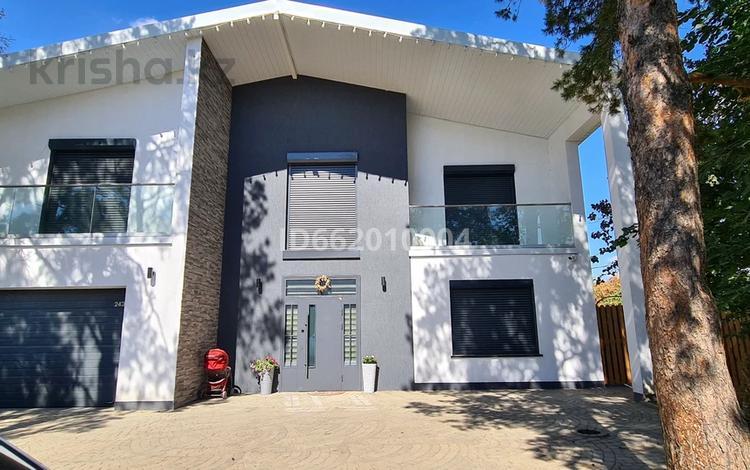 7-комнатный дом, 350 м², 10 сот., Сосновая 243 за 130 млн 〒 в Уральске