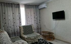 1-комнатная квартира, 38 м², 3/4 этаж посуточно, Абая 200 — Ворошилова за 6 000 〒 в Таразе