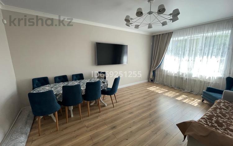 3-комнатная квартира, 92.4 м², 1/5 этаж, Степной 2 14/1 за 45 млн 〒 в Караганде, Казыбек би р-н