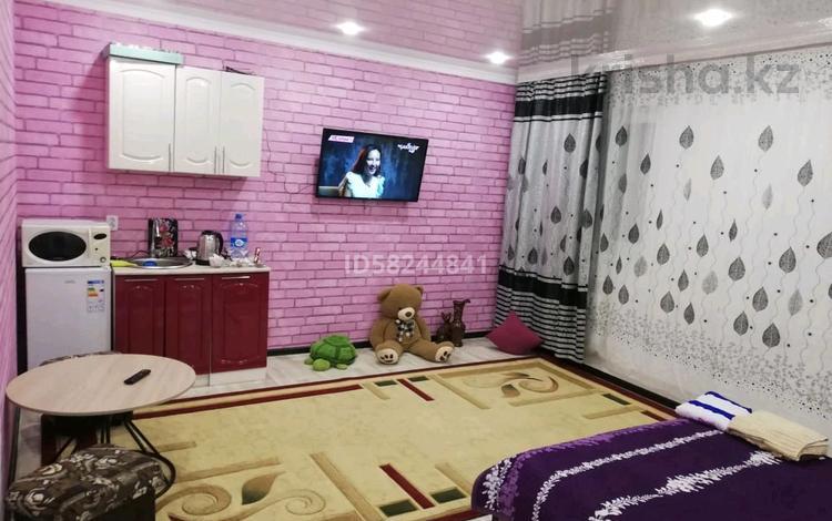 1-комнатная квартира, 40 м², 1/2 этаж посуточно, Куренная 10 — Назарбаева за 6 000 〒 в Уральске
