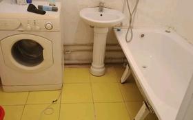 3-комнатная квартира, 50 м², 2/5 этаж посуточно, мкр. Алмагуль, Алмагуль 29 за 7 000 〒 в Атырау, мкр. Алмагуль