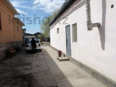 6-комнатный дом, 7 м², 7 сот., Улица. Бухарбай батыр 84 — Муратбаева за 15 млн 〒 в