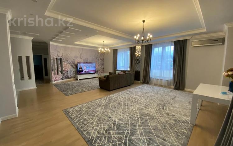 3-комнатная квартира, 168 м², 10/13 этаж, Аль-Фараби 95 за ~ 92 млн 〒 в Алматы, Бостандыкский р-н