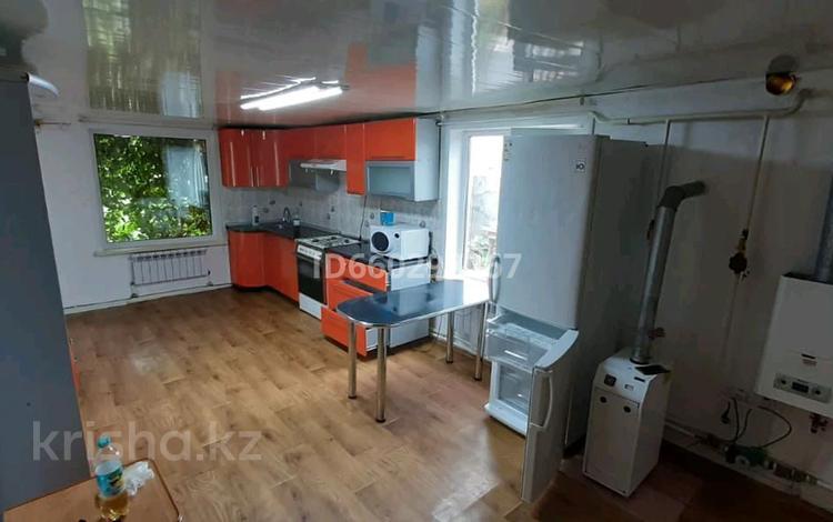 4-комнатный дом, 100 м², 6 сот., Абильсай 21 за 9.5 млн 〒 в Костанае