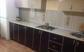 1-комнатная квартира, 40 м², 1/5 этаж посуточно, проспект Алии Молдагуловой 8А за 5 000 〒 в Актобе, мкр 5