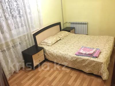 3-комнатная квартира, 65 м², 3/5 этаж посуточно, Махамбета 127 — Азаттык за 10 000 〒 в Атырау