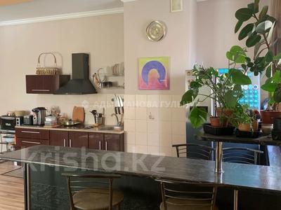 2-комнатная квартира, 80 м², 12/18 этаж, Брусиловского за 28 млн 〒 в Алматы, Алмалинский р-н — фото 2
