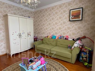 4-комнатная квартира, 283.8 м², 6/7 этаж, Кабанбай батыра 19 за 165 млн 〒 в Нур-Султане (Астане), Есильский р-н
