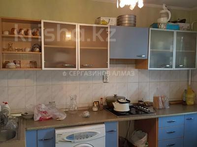 2-комнатная квартира, 52 м², 5/5 этаж, мкр Аксай-3А 53 за 13.8 млн 〒 в Алматы, Ауэзовский р-н — фото 3
