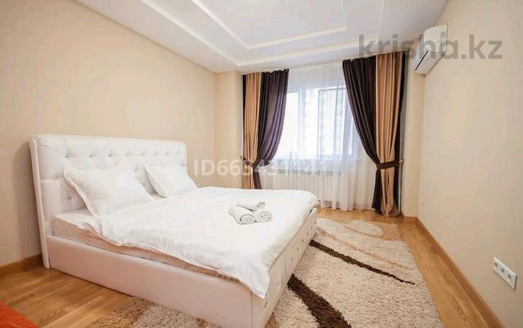 2-комнатная квартира, 68 м², 8/14 этаж посуточно, Сыганак 10 — Сауран за 13 000 〒 в Нур-Султане (Астана), Есиль р-н
