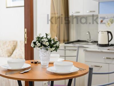 2-комнатная квартира, 48 м², 4/10 этаж посуточно, мкр Самал-2, Мкр Самал-2 дом 85. за 12 000 〒 в Алматы, Медеуский р-н — фото 2