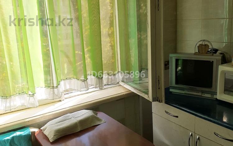 2-комнатная квартира, 45 м², 3/5 этаж, Самал 2 за 9 млн 〒 в Таразе